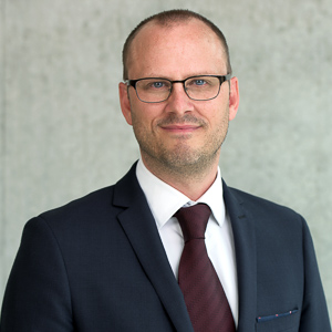 PROF. DR. ADRIAN W. MÜLLER